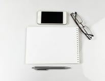 Carnet, verres et stylo Photos libres de droits