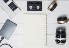 Carnet vide avec des objets de passe-temps, Photo libre de droits
