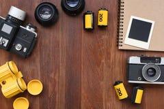 Carnet vide avec le film de photo, les cadres de photo et l'appareil-photo Photos stock