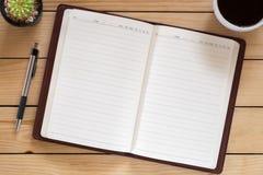 Carnet vide avec le stylo et tasse de café Photo libre de droits