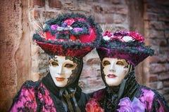 Carneval面具在威尼斯-威尼斯式服装 免版税库存照片
