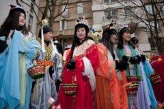 Carnevale cinese di nuovo anno, anni dell'adolescenza in costumi Fotografia Stock
