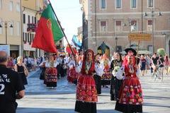 Carnevale con le bandiere del ` s dei paesi Immagine Stock