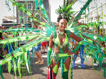 Carnevale di Notting Hill nel dancing sexy della donna di Londra Immagini Stock Libere da Diritti