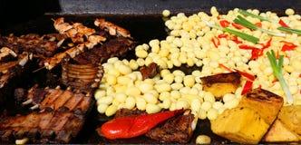 Carni arrostite con il contorno Fotografia Stock Libera da Diritti