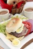 Carni bagel e caffè della ghiottoneria immagine stock
