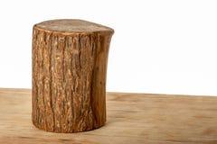 Carniceiro de madeira Round Shaped no fundo branco imagens de stock