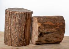 Carniceiro de madeira Round Shaped no fundo branco fotografia de stock royalty free