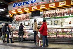 Carnicería en el sao Paulo Central Market Fotos de archivo libres de regalías