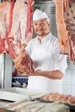 Carnicero confiado Holding Raw Meat Fotografía de archivo