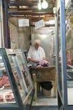 Carnicero en mercado en Grecia Imagen de archivo