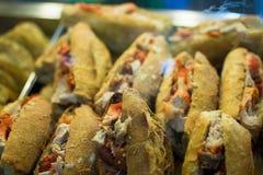 Carnitas tortas i en mexicansk marknad Arkivbild
