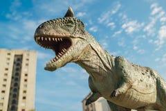 Carnotaurus i Novi Sad Dino Park Arkivfoton