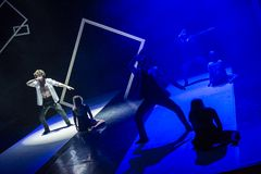 Caro舞蹈团的舞蹈家在阶段执行 免版税图库摄影