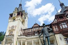 Carol Ι άγαλμα στο κάστρο Peles Στοκ φωτογραφία με δικαίωμα ελεύθερης χρήσης