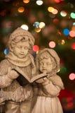 Carolers de la Navidad con las luces - vertical Fotografía de archivo