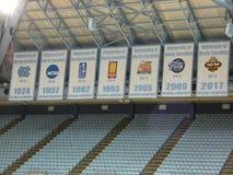 Carolina Basketball Championship Banners Photo del norte - 5 de abril de 2019 imágenes de archivo libres de regalías
