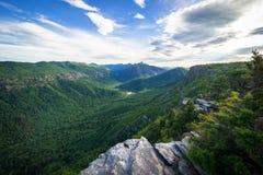 Carolina Blue Sky över Linville fotografering för bildbyråer