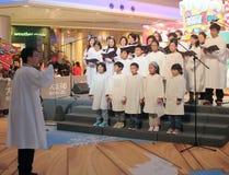 Caroling Ereignis des Weihnachtsabends im Gebiets-Mall Hong Kong stockbild