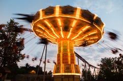 Carosello in parco di divertimenti fotografia stock