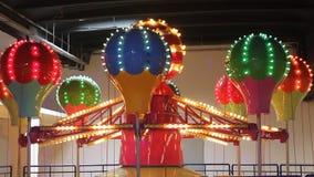 Carosello in parco di divertimenti stock footage