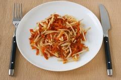 Carota dell'insalata con i germogli di fagiolo Immagini Stock