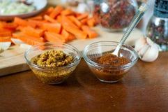 Carota tagliata con aglio e le spezie Fotografia Stock
