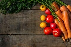 Carote delle verdure, pomodori gialli, pomodori rossi Immagini Stock Libere da Diritti
