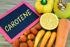Carotene i orange färgfrukter och grönsaker royaltyfri bild