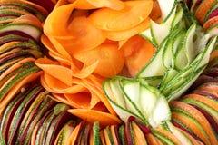 Carotte de betteraves de concombre de salade coupée en tranches Photos libres de droits