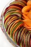 Carotte de betteraves de concombre de salade coupée en tranches Images stock