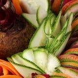 Carotte de betteraves de concombre de salade coupée en tranches Photographie stock
