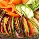 Carotte de betteraves de concombre de salade coupée en tranches Images libres de droits
