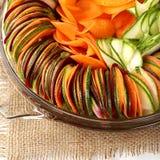 Carotte de betteraves de concombre de salade coupée en tranches Photographie stock libre de droits