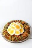 Carotte de betteraves de concombre de salade d'oeufs coupée en tranches Images libres de droits