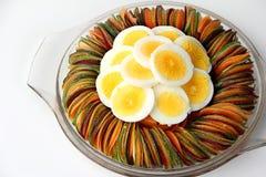 Carotte de betteraves de concombre de salade d'oeufs coupée en tranches Photo stock