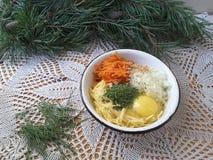 Carotte de pomme de terre avec des beignets d'aiguilles de pin Photo stock
