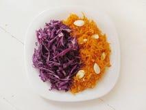 Carotte et salades de choux images stock