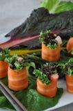 Carotte Rolls mise sur le Veggie frais Photographie stock libre de droits
