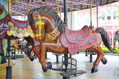 Carousel лошади конца-вверх на спортивной площадке стоковое фото rf