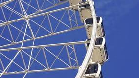 Carousel потехи голубого неба езды занятности большого колеса сток-видео