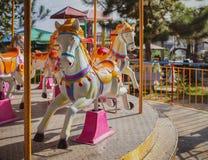 carousel bożych narodzeń koński ornamentu drzewo zdjęcia stock