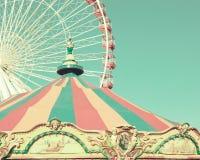 Винтажный carousel и колесо ferris Стоковое Изображение