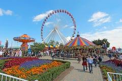 Carousel, ferris koło i inny, jedziemy przy marynarki wojennej molem, Chicago; Obrazy Royalty Free