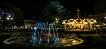 Carousel i fontanna. zdjęcia royalty free