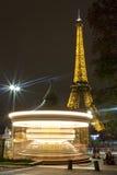 Carousel i wieża eifla w Paryż zdjęcia stock