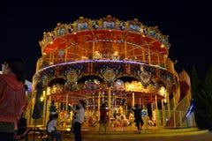 Carousels i park tematyczny! w Dalian przy nocą Pic był wp8lywy fotografia stock