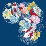 A carpa bonita, colorida de Koi com respingo da água, os lótus e a peônia florescem Projeto japonês tradicional da tatuagem Foto de Stock Royalty Free