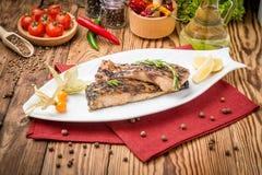 Carpa fritta del pesce sulla griglia Immagini Stock