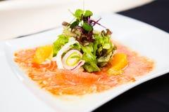 Carpaccio da truta com salada Imagem de Stock